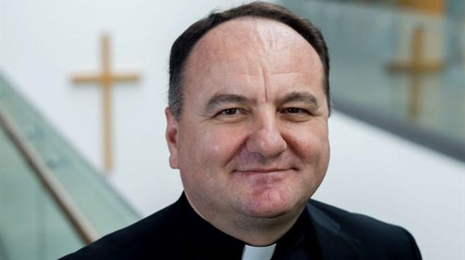Biskup paliY 2