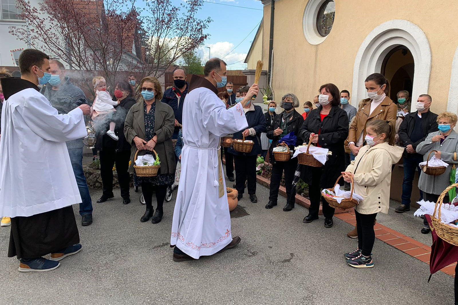 Spm-20210403-uskrsni-blagoslov-jela-u-samostanu-sv-ivana-krstitelja-u-samoboru-001