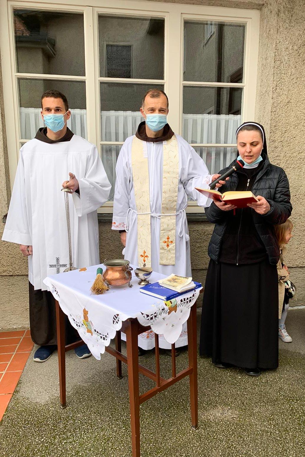 Spm-20210403-uskrsni-blagoslov-jela-u-samostanu-sv-ivana-krstitelja-u-samoboru-004