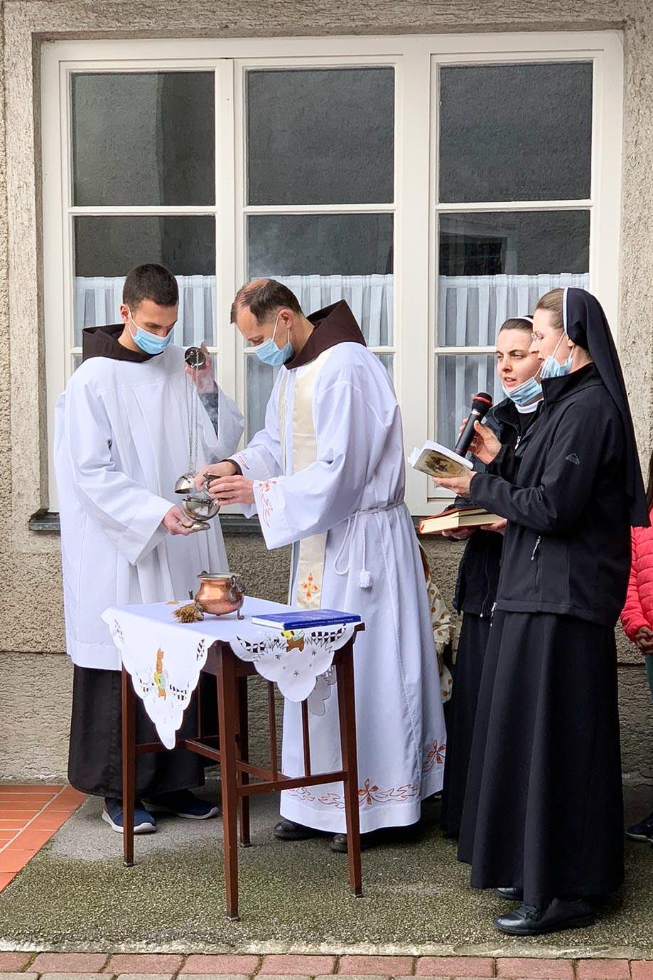 Spm-20210403-uskrsni-blagoslov-jela-u-samostanu-sv-ivana-krstitelja-u-samoboru-005
