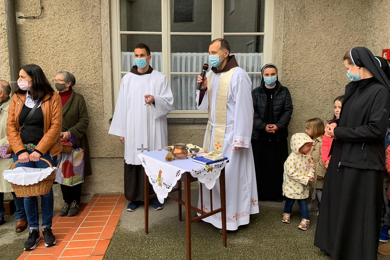 Spm-20210403-uskrsni-blagoslov-jela-u-samostanu-sv-ivana-krstitelja-u-samoboru-008